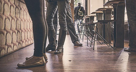 bar-restaurant-people-feet-legs